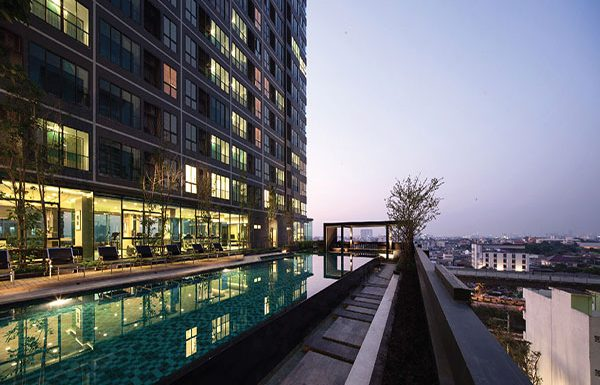 Ideo-Sathorn-Tha-Phra-Bangkok-condo-for-sale-swimming-pool-5